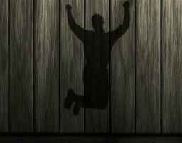 Hombre saltando de alegría