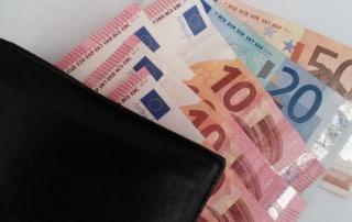 cartera con billetes